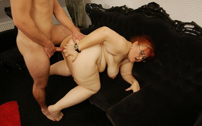 mature-lady-loves-having-hard-sex